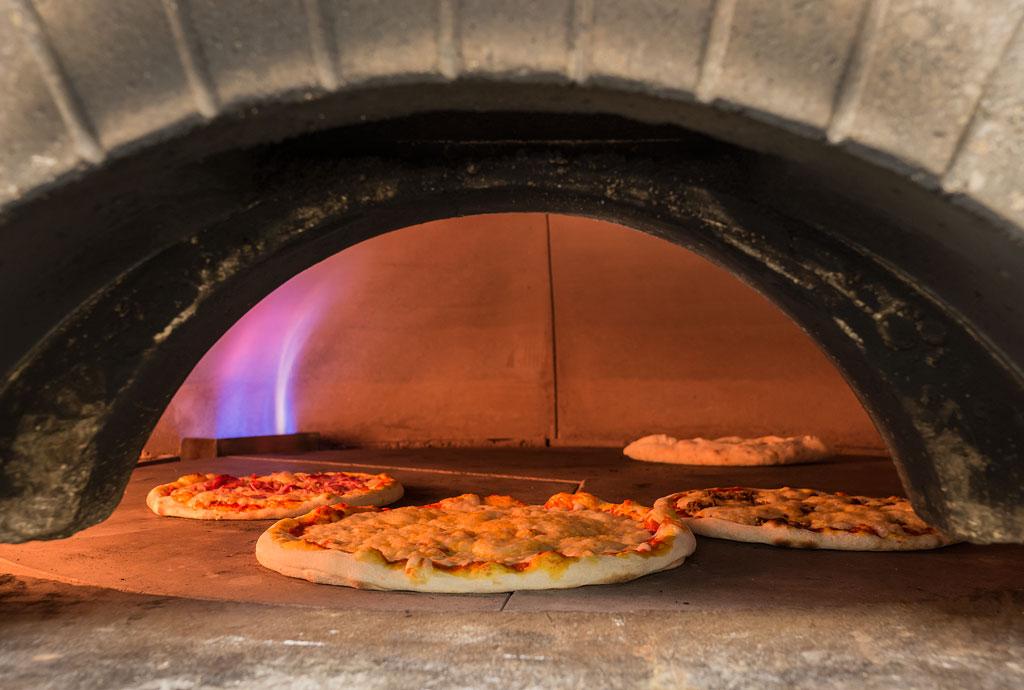 Tinos-pizza-02-15